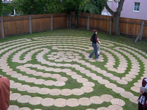 garden labyrinth plans labyrinth made of round wooden boards cut just right nice cheap way to do it labyrinths