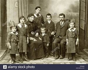 Kempten Mit Kindern : people family parents with six children group picture ~ A.2002-acura-tl-radio.info Haus und Dekorationen