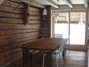 Decouvrez la tendance du bois brut en decoration et for Idee deco cuisine avec table en bois brut