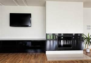 Fernseher über Bett : moderne wohnwand in schwarz weiss bauen und wohnen in der schweiz ~ Sanjose-hotels-ca.com Haus und Dekorationen