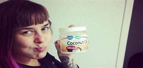 cuisiner avec l huile de coco nettoyer 10 raisons de nettoyer ses dents avec de l