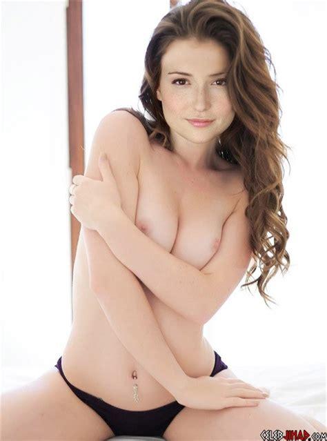 Atandt Spokeswoman Milana Vayntrub Topless