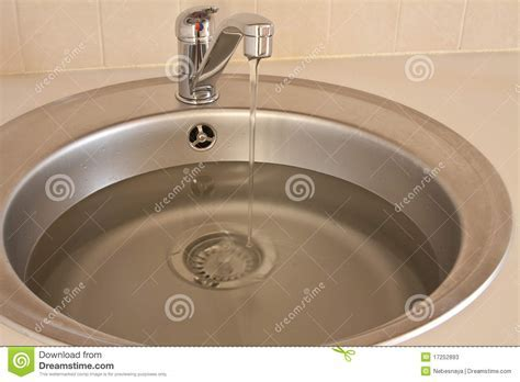 Sink Full Of Water Stock Photos   Image: 17252893