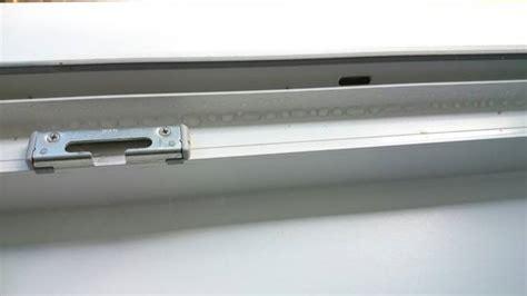Wasser Im Fensterrahmen by Kondenswasser In Fensterstock Fensterforum Auf