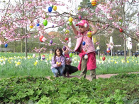 Britzer Garten Wm by Gemeinsames Schm 252 Cken Der B 228 Ume Zu Ostern Im Britzer