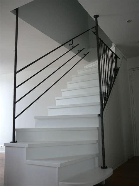 s 233 curisation d un escalier en bois laqu 233 blanc par garde
