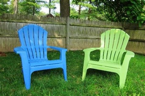 plastic patio and chairs on