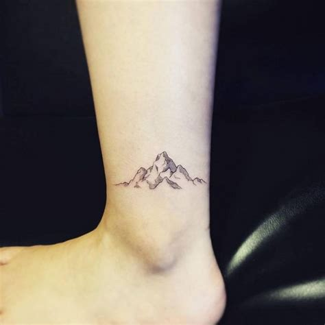 tatouage cheville petit delicat  parfait pour lete