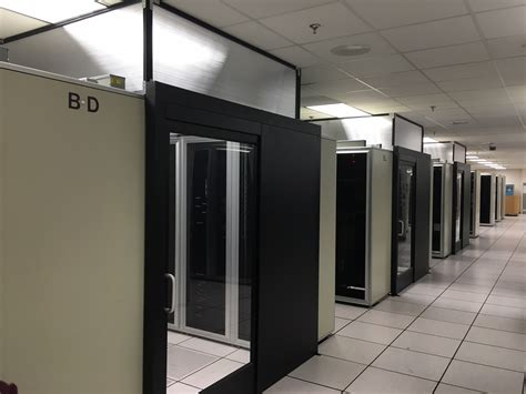 Deluxe Sliding Containment Door-data Center Aisle