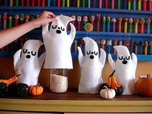 Halloween Store Wuppertal : holy cute ghosties diy by heidi kenney a beautiful mess ~ Buech-reservation.com Haus und Dekorationen