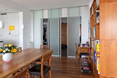 Raumteiler Aus Vier Schiebetüren In Glas Zwischen Flur Und