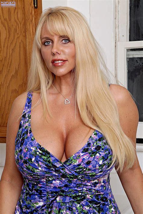 Blonde And Boobsie Milf Karen Fisher Get Naked Milf Fox