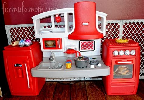 tikes country kitchen tikes kitchen helps toddlers cook n grow the 7133