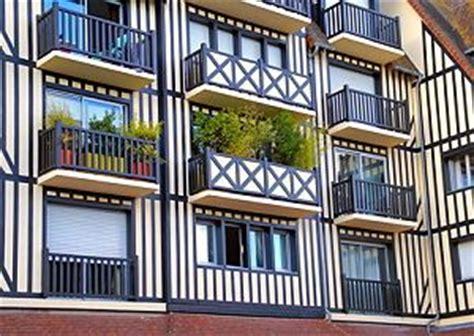 balkon sichtschutz mit pflanzen sichtschutz f 252 r den balkon stoff pflanzen