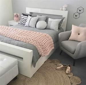 1001 conseils et idees pour une chambre en rose et gris With tapis chambre bébé avec canapé shabby