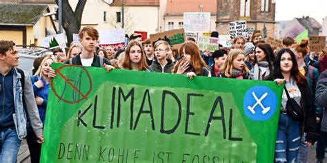 """With our call to #uprootthesystem, we seek to address ecological and social crises at their roots by placing mapa at the center of our struggle and struggling for a society that places people and planet over profit. Nächste """"Fridays for Future""""-Demo startet am 10. Mai"""