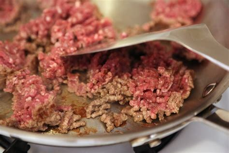 how does ground beef take to cook chop it up how to cook ground beef popsugar food photo 4