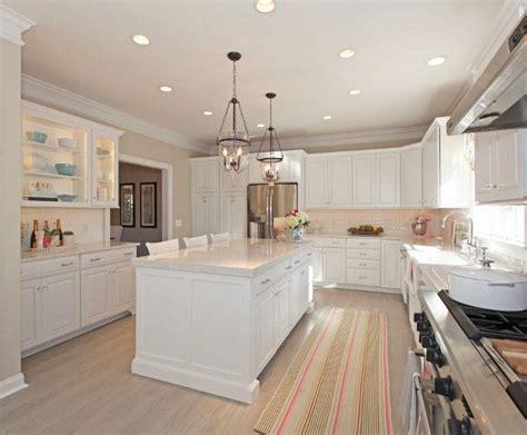 kitchen cabinets benjamin moore white walls benjamin