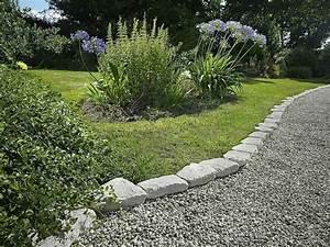 idee bordure jardin 50 propositions pour votre exterieur With idee deco jardin avec cailloux 7 idee bordure jardin 50 propositions pour votre exterieur