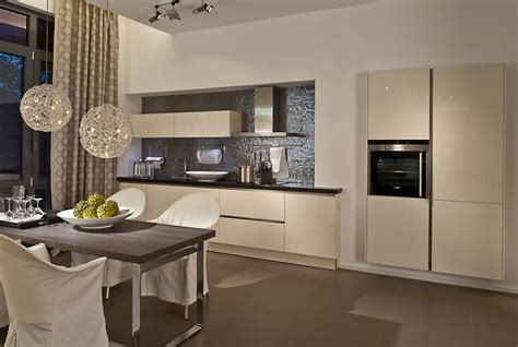 Cream Lacquer Kitchens From Lwk Kitchens