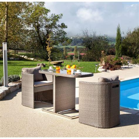 petite table pour balcon avec fauteuils arrondis gris