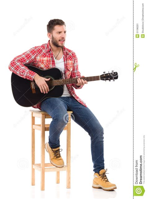 homme qui pisse assis the guitarist on a chair stock photo image 51196201