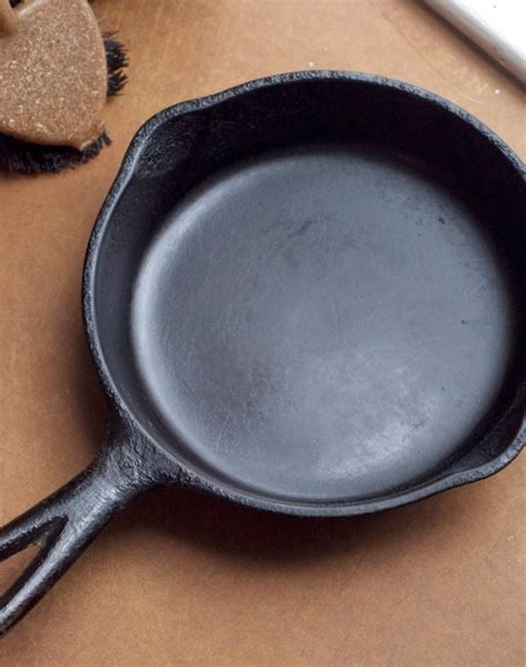 cast iron cleaning how to clean a cast iron skillet