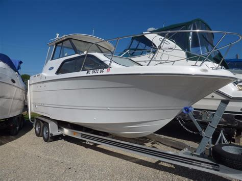 2004 Bayliner 242 Classic Power Boat For Sale