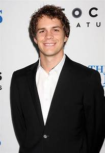 Image Gallery Johnny Simmons