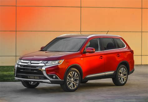 The mitsubishi outlander is a crossover suv manufactured by japanese automaker mitsubishi motors. 2016 Mitsubishi Outlander Features More of Everything ...
