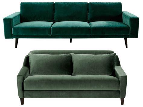 canapé vert canapé en velours entre vert et bleu notre cœur balance