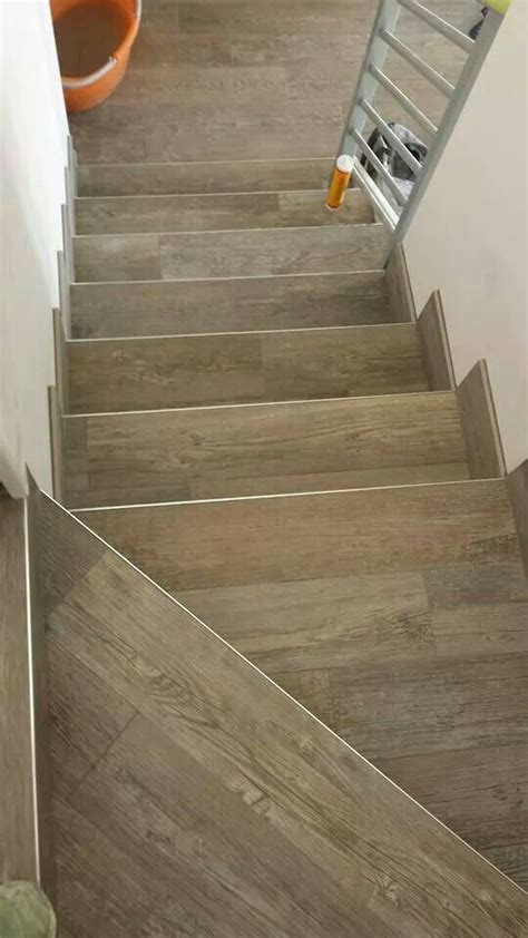 Treppe Fliesen Holzoptik by Pine Floor Next To Wood Like Tile Search Floors