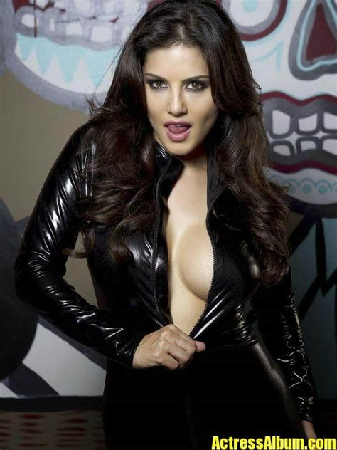 bollywood hot sunny leone sexy cleavage photoshoot stills