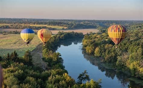 Aizraujošais lidojums ar gaisa balonu un tā vēsture | FromMe.lv raksti