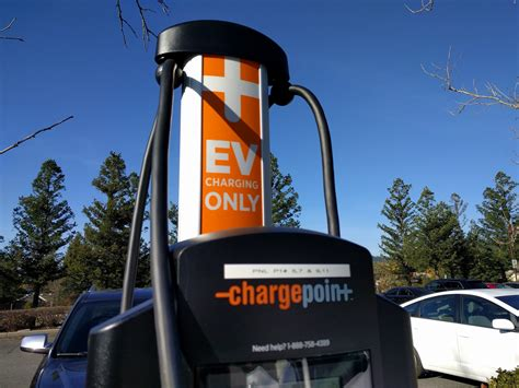 whats   ratio  public charging stations  plug