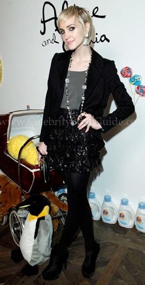 ashlee simpson fashion outfits celebrity style guide