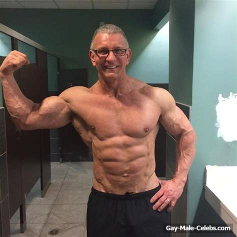 Robert Irvine Leaked The Male Fappening