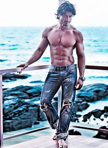10 Hottest Shirtless Bollywood Actors - Actors With ...