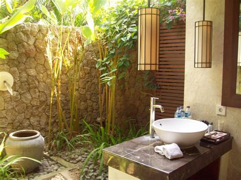 Outdoors Bathroom : Amazing Outdoor Bathroom/shower Ideas You Can Try In Your