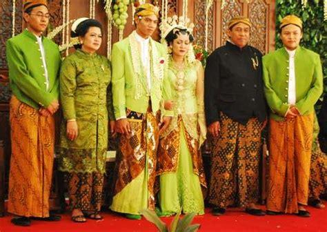 javanese indonesian wedding ceremony batik dress