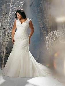Plus size wedding dresses with sleeves 2017 for Plus size wedding dress designers