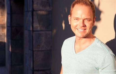 Dziedātājs Lauris Reiniks iepriecina fanus: Man jums ir ...