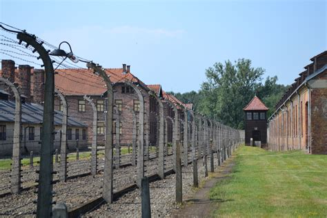 File Auschwitz Electric Fence Wikimedia Commons
