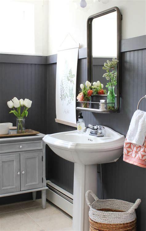 ways   beadboard   bathroom hadley court
