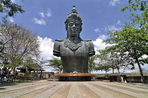garuda wisnu kencana hindu visnhu statue  bukit peninsula