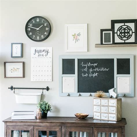 Fortunately, modern wall decor comes in large and small sizes, with artwork representing all tastes. A command center can be made up of several different pieces. Simply combine several organization ...