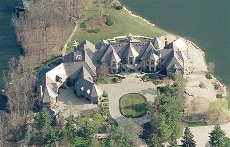 thomas cullen davis net worth the mega mansions that food built homes of the rich