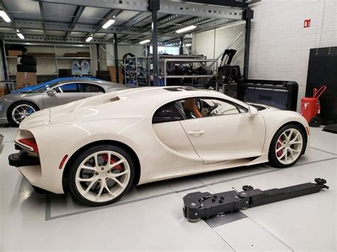A passionate bugatti collector comes to molsheim with his personal vision: Bugatti Chiron Hermès Edition Siap Meluncur di AS