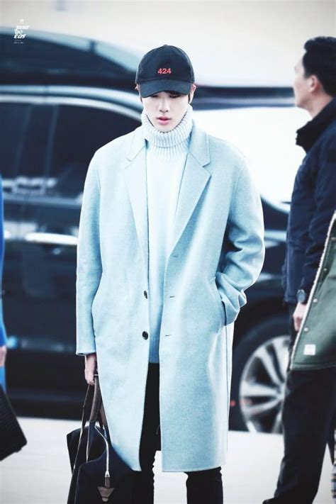 Top Kpop idols who own the most fashionable airport style