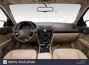 2008 Ford Fusion Sel In Green - Dashboard  Center Console  Gear Stock Photo  16120197